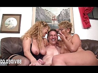 Sucking MILF Hardcore Fuck Threesome