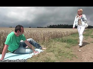 Outdoor Hot HD Mature Granny Mammy Cumshot Cougar