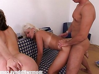 Granny Hardcore Hot Mammy Mature MILF Sucking Threesome