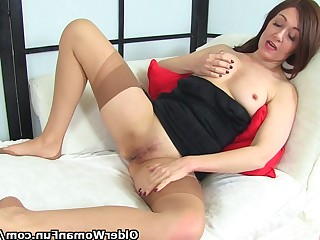 Amateur Brunette Dildo Hardcore Hot Juicy Kitty Masturbation