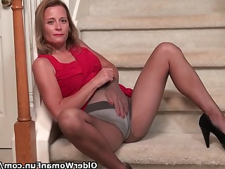 Mammy Mature MILF Nylon Panties Striptease