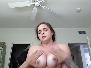 Amateur Brunette MILF Orgasm Really Ride