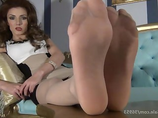 Amateur Babe Brunette Feet Foot Fetish Mammy MILF Nylon