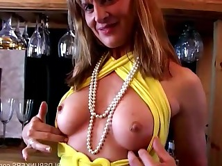 Boobs Cougar Housewife Juicy Mammy Masturbation Mature MILF