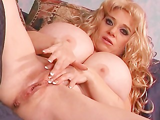 Big Tits Blonde Boobs Cougar Dolly Lingerie Mammy Masturbation